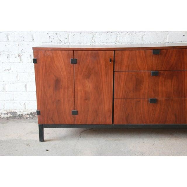 Walnut Milo Baughman for Directional Mid-Century Modern Walnut Credenza or Triple Dresser For Sale - Image 7 of 12
