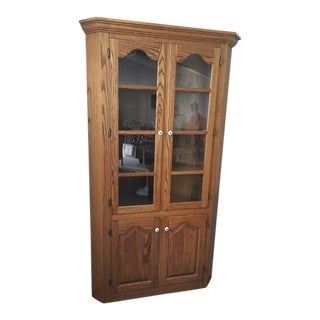 1980s Traditional Amish Made Oak Corner Cabinet For Sale