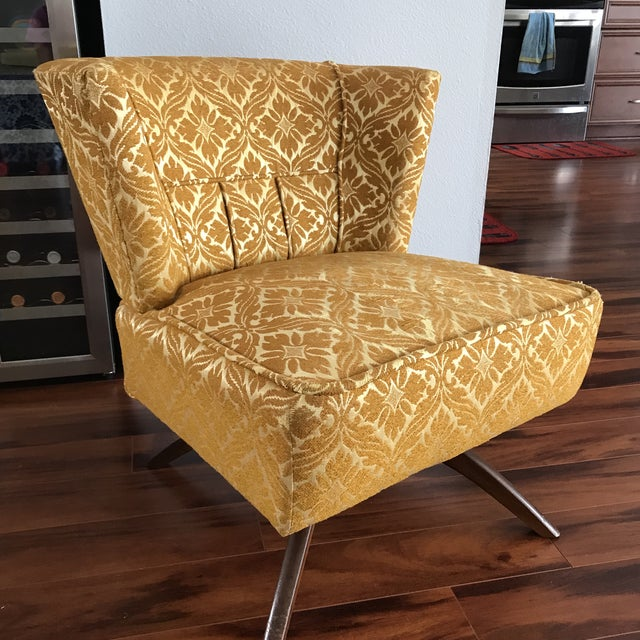 Classic! Vintage mid century Swivel Vanity Chair in original fabric. Wonderful condition and love the chic leg design....