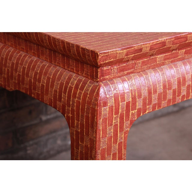 Wood Baker Furniture Mid-Century Hollywood Regency Red Lacquered Grass Cloth Side Table For Sale - Image 7 of 12