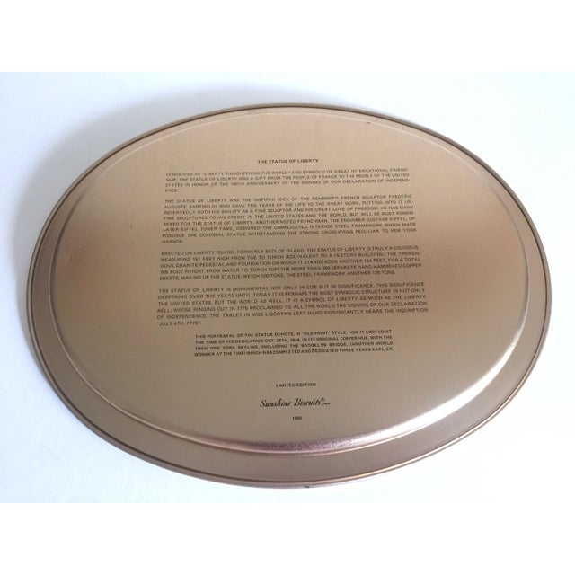 "Metal Vintage 1985 "" Statue of Liberty "" Collector's Limited Edition Lithograph Sunshine Biscuit Oval Tin Serving Tray For Sale - Image 7 of 9"