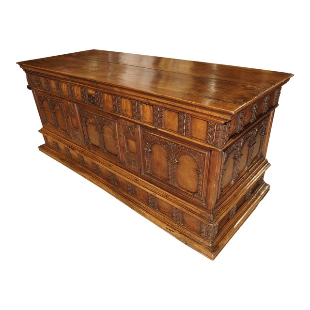 18th Century Walnut Wood Trunk from Italy For Sale