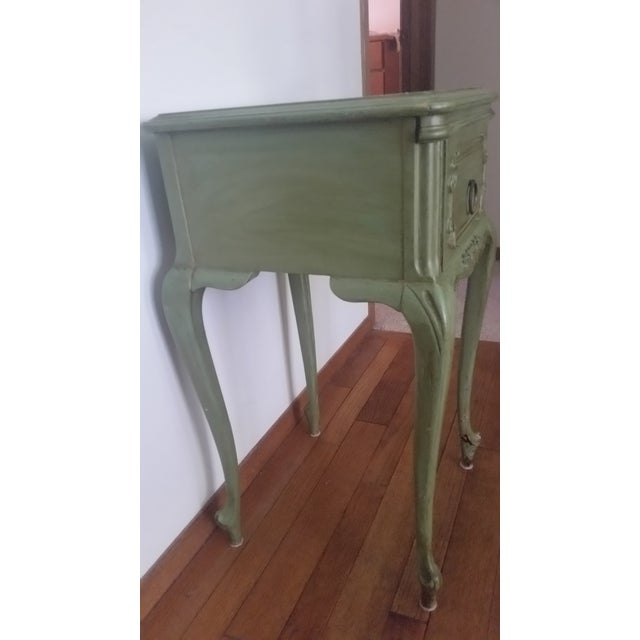 French Antique Widdicomb Furniture Co. French Provincial Side Table For Sale - Image 3 of 8
