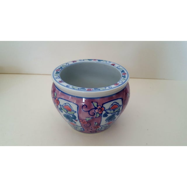 Asian Vintage Chinoiserie Floral Porcelain Cachepot For Sale - Image 3 of 7