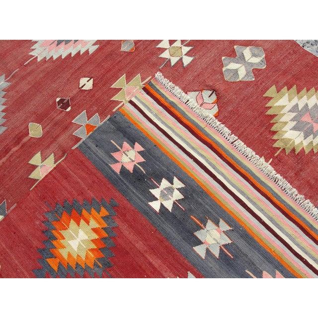 """Vintage Handmade Turkish Kilim Rug - 5'7"""" x 10'5"""" - Image 11 of 11"""