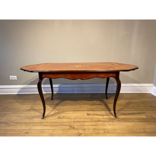 This unique coffee table has a marquetry top with satinwood and floral inlaid, features two drop leaves. it is enhanced by...