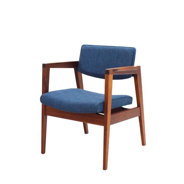 Early 20th Century Set of 4 Solid Walnut Newly Upholstered Gunlocke Chairs For Sale - Image 5 of 11