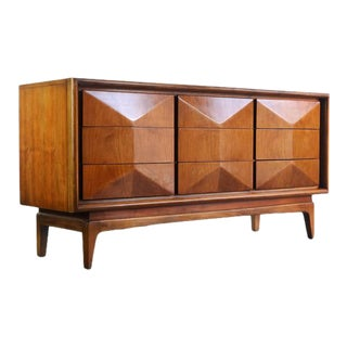 Mid Century Modern 3 Dimensional Diamond Faced 9 Drawer Dresser by United Furniture For Sale