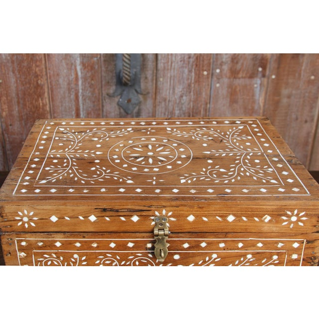 Anglo-Indian Bone Inlay Document Box For Sale In Los Angeles - Image 6 of 10