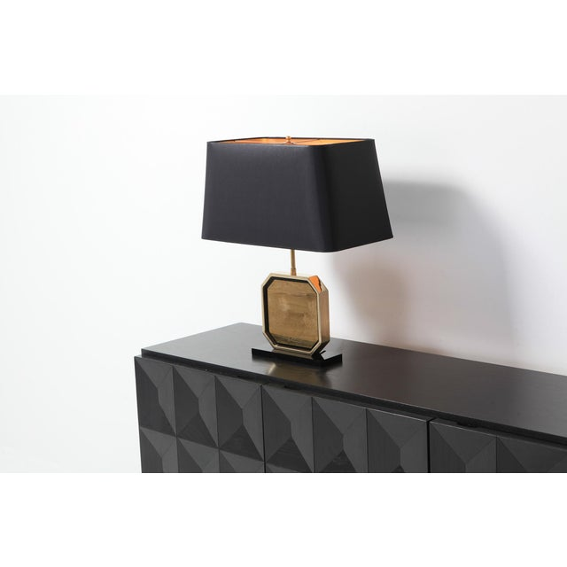 1970s Hollywood Regency Table Lamp in 24-Karat Gold and Brass Etched Artwork by Maho For Sale - Image 5 of 10