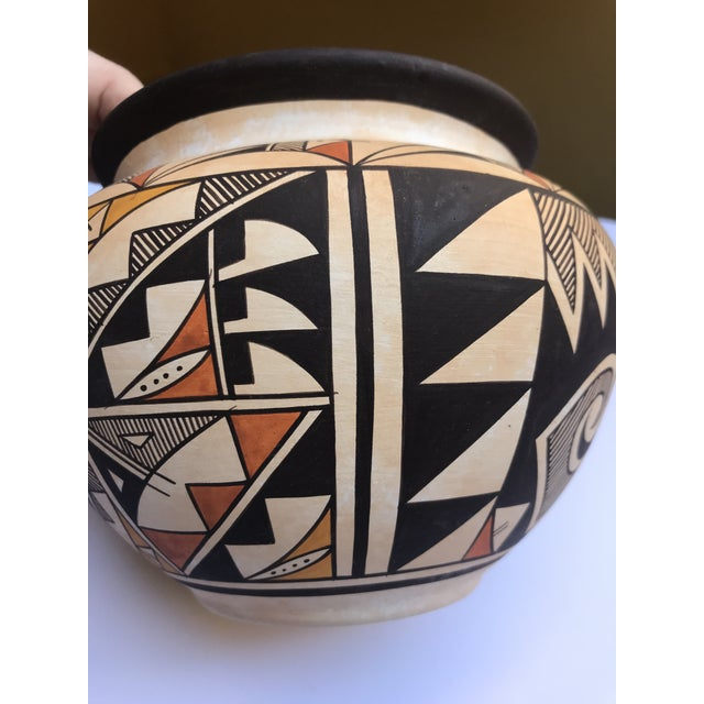 "Acoma Pueblo Pottery, Westly Bagaye ""Quail"" For Sale - Image 9 of 11"