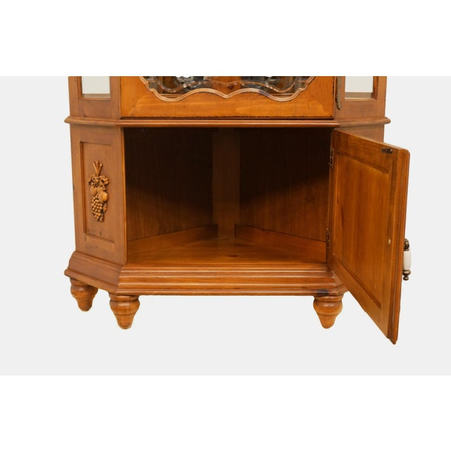 20th Century French Country Pulaski Furniture Display Curio Cabinet For Sale In Kansas City - Image 6 of 10