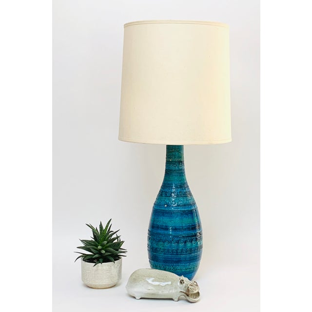 Large ceramic lamp in a quintessentially Mid-century modern shape in Aldo Londi's iconic Rimini Blu décor, featuring...