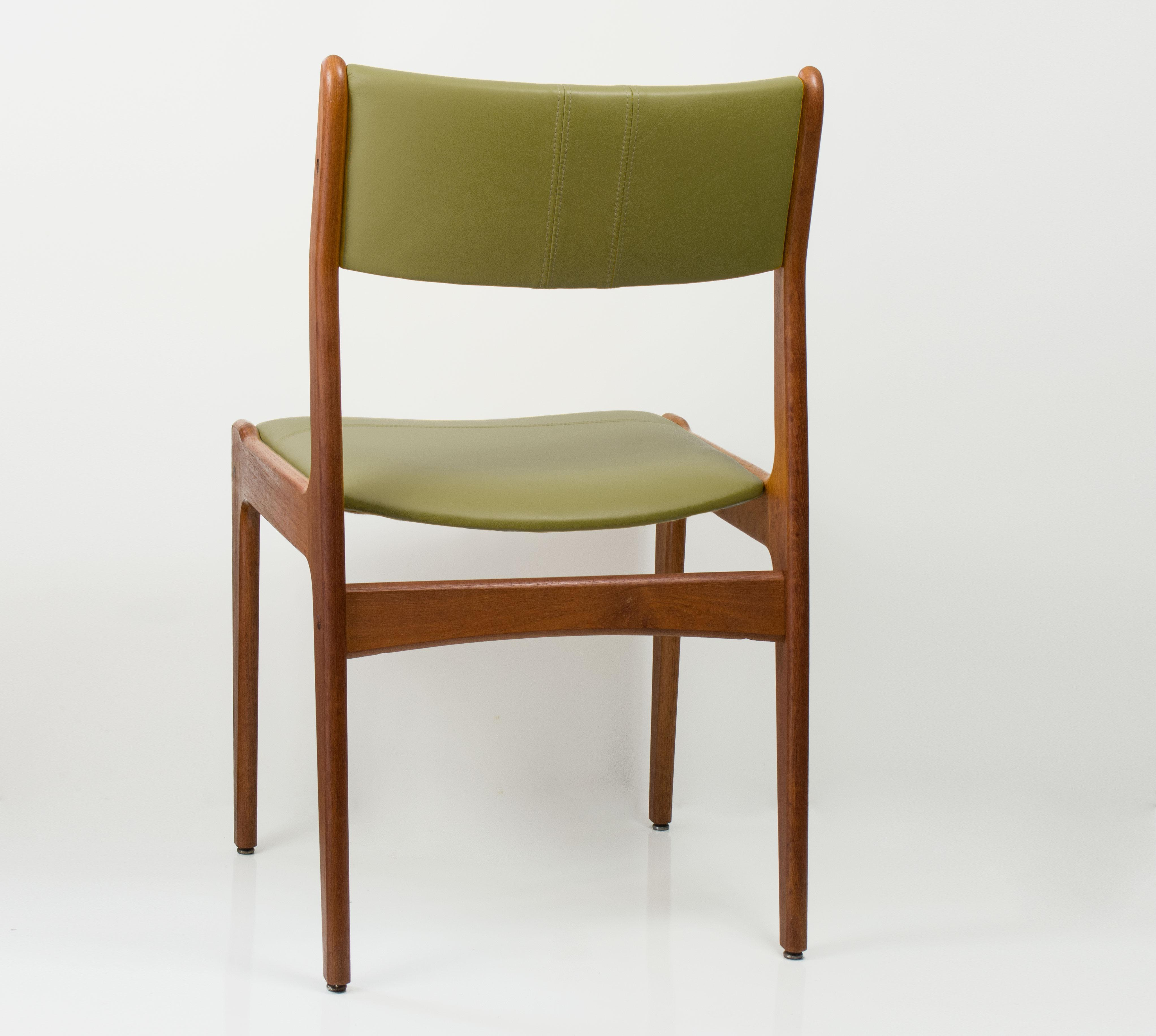 Mid Century Vintage Danish Style Leather U0026 Teak Chairs  Set Of 4 For Sale
