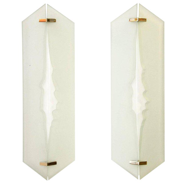 Fontana Arte, Pair of Wall Lights in Glass and Sandblasted Glass, 1960s For Sale