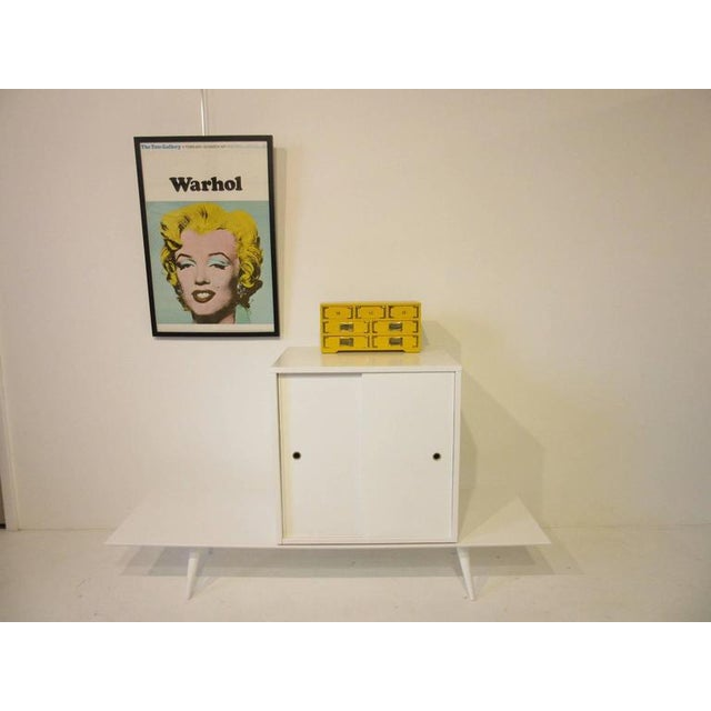 Paul McCobb Planner Group Cabinet on Bench in Rare Factory White Finish - 2 pieces For Sale In Cincinnati - Image 6 of 7