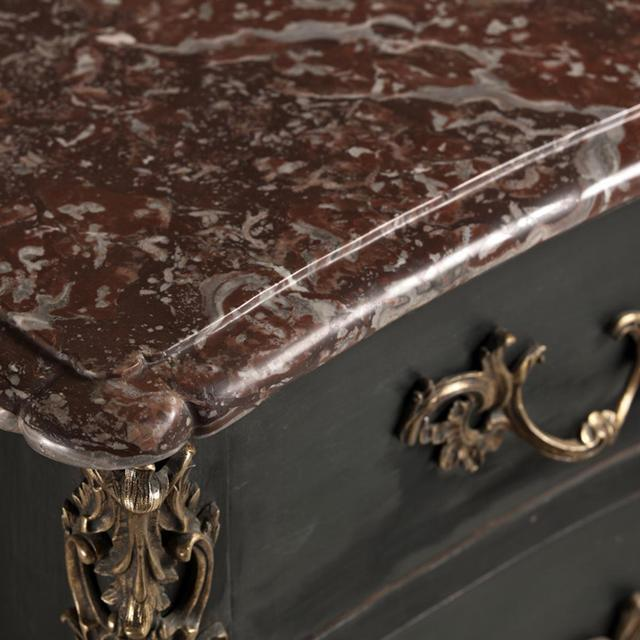 French Provincial French Provincial Oak Commode, circa 1760 For Sale - Image 3 of 8