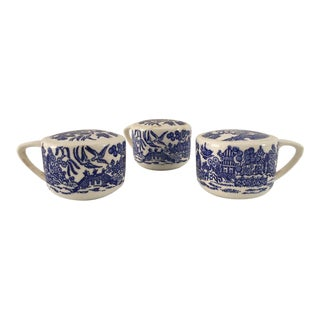 Vintage Blue Willow Royal China Salt & Pepper Shakers - Set of 3 For Sale