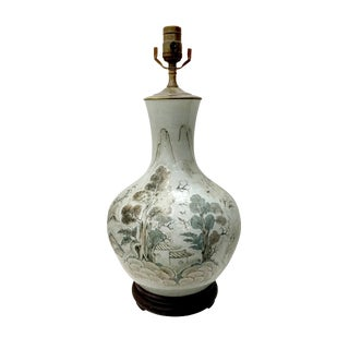 Early 19th Century Chinese Antique Bottle Shaped Porcelain Table Lamp For Sale