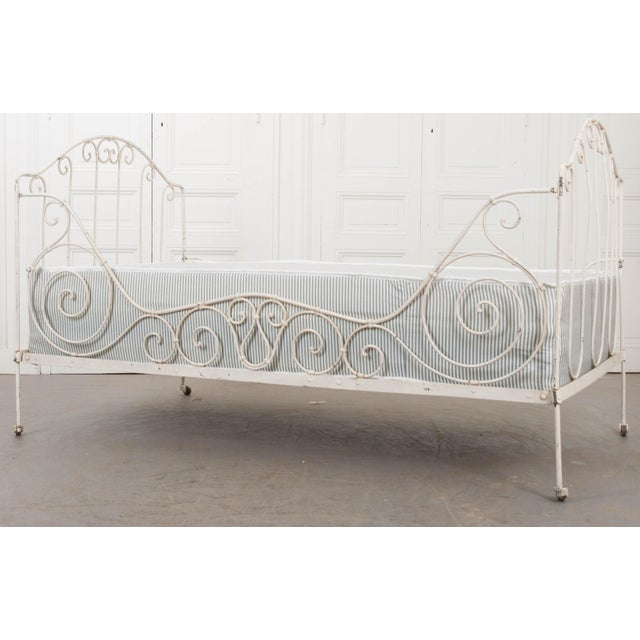 French 19th Century Crème-Painted Iron Daybed For Sale - Image 4 of 9