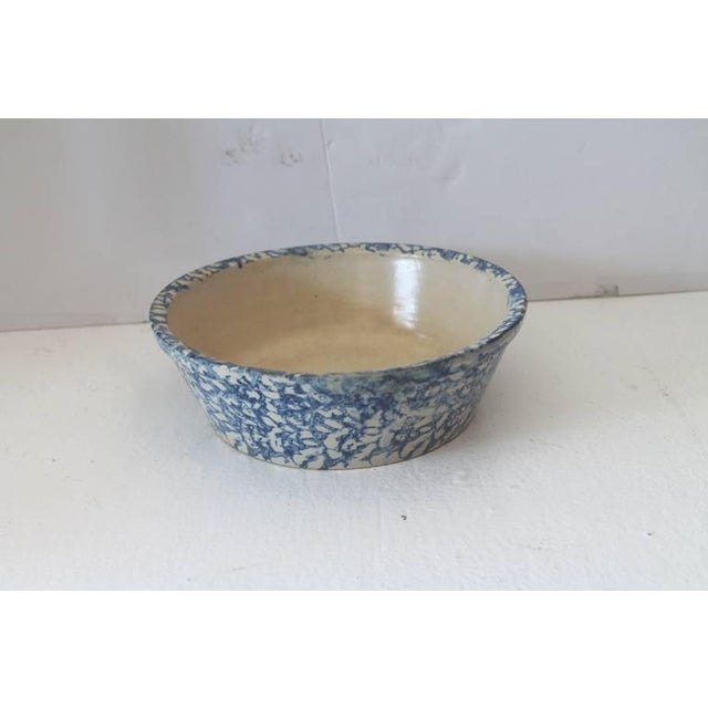 19th century spongeware bake dish or serving bowl. This sponge bowl is in great condition and is very hard to find is this...