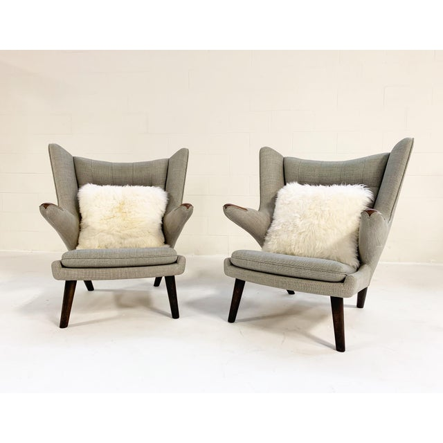 This is a beautiful pair of Papa Bear chairs. We added a pair of our Brazilian sheepskin pillows for added comfort. Hans...