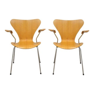 Pair of Danish Modern Fritz Hansen Arne Jacobsen Knoll Series 7 Arm Chairs B