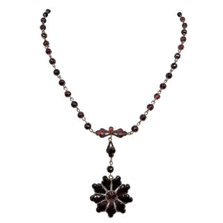1900s Czechoslovakian Garnet Glass Necklace For Sale