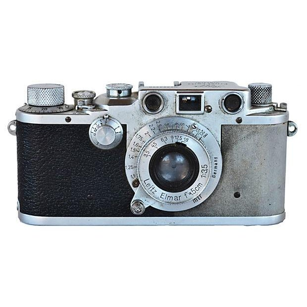 Vintage Leica Camera - D.R.P. Ernst Leitz Wetzlar For Sale