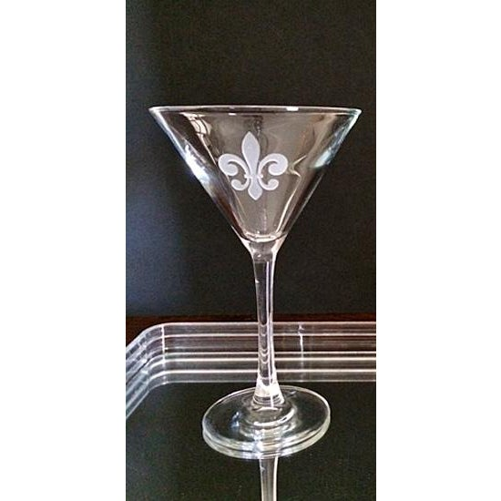 A pair of martini glasses with a deeply etched classic Fleur de Lis pattern. Generous 9 oz. capacity. These are in As New...