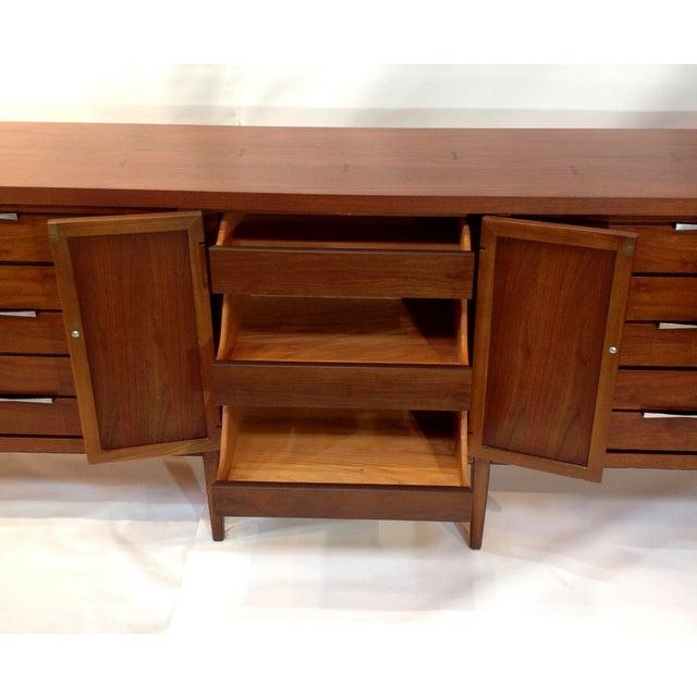 "Lane ""Tuxedo"" Mid-Century 1963 Walnut Dresser For Sale - Image 4 of 8"