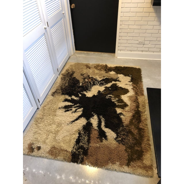 Brown Mid Century Scandanavian Rya Rug- 4′6″ × 6′6″ For Sale - Image 8 of 9