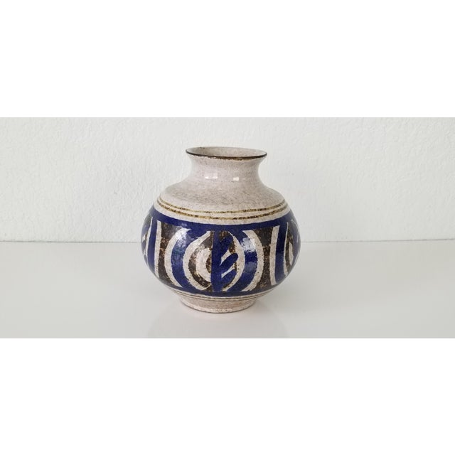 Available for sale is a vintage handmade ceramic stoneware decorative vase. Beautiful off-white, blue and dark brown...