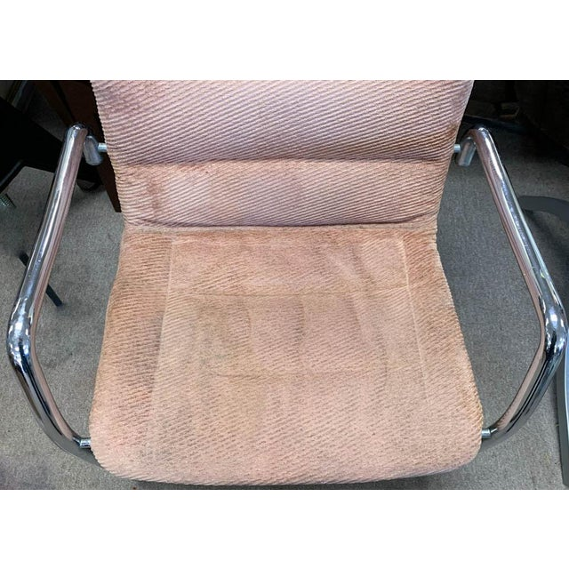 Marcel Breuer Mid Century Tubular Chrome Cantilevered Arm Chair in Pink For Sale - Image 4 of 6