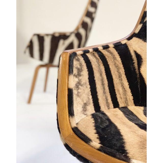 Black Rare Arne Jacobsen for Fritz Hansen Giraffe Chairs Restored in Zebra Hide - Pair For Sale - Image 8 of 11