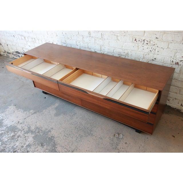 John Kapel for Glenn of California Mid-Century Modern Eight-Drawer Walnut Dresser For Sale - Image 9 of 13