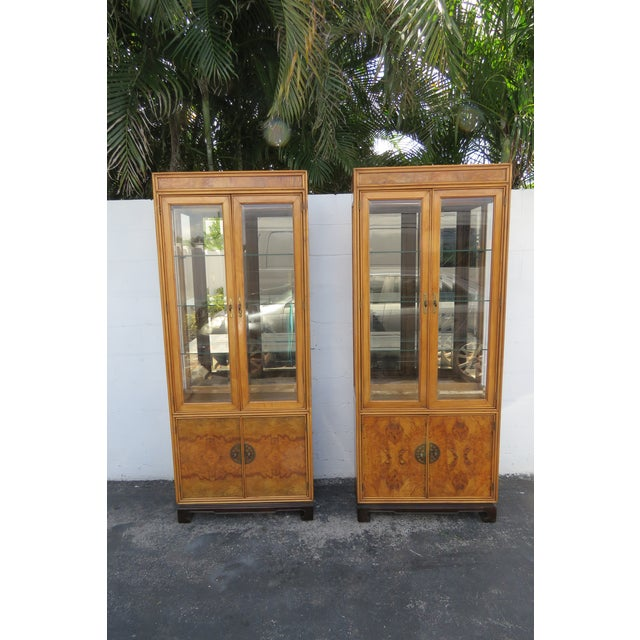American of Martinsville Hollywood Regency China Display Cabinet Cupboard 2397 For Sale - Image 12 of 13