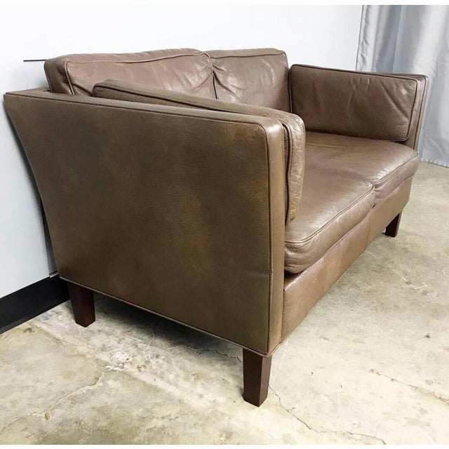 1960s Danish Modern Leather Loveseat in the Style of Børge Mogensen For Sale - Image 5 of 12