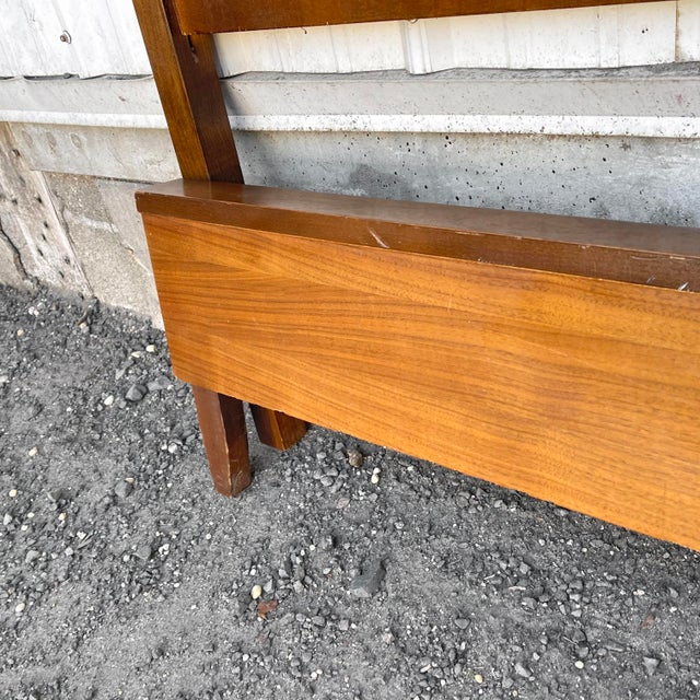 Mid-Century Walnut Twin Headboard and Footboard For Sale In New York - Image 6 of 13
