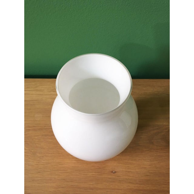 Crown Staffordshire 1970's Vintage Crown Staffordshire White Glass Vase For Sale - Image 4 of 7