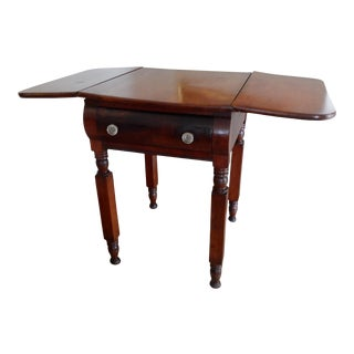 Early 19th Century American Drop Leaf Table With Drawer For Sale