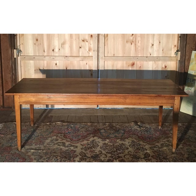 This is a charming antique pine farm table from the 1800s with lots of great patina! The table has a pull out leaf on one...