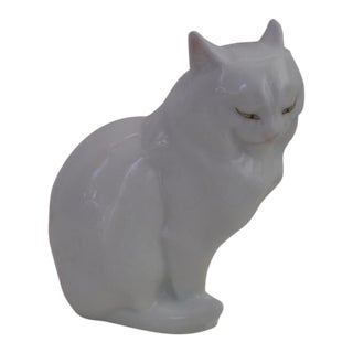 1990s Traditional Style White Herend Cat Figurine