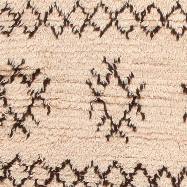 Vintage Moroccan Wool Rug - 4′ × 7′6″ For Sale In New York - Image 6 of 8