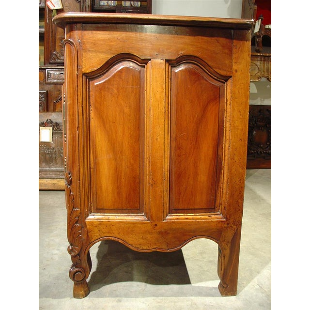 Brown Exquisite 18th Century Walnut Wood Buffet Nimoise For Sale - Image 8 of 11