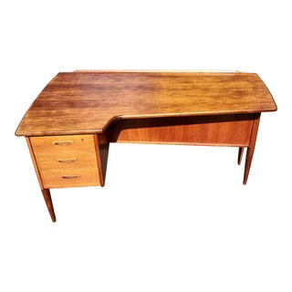 A Mid-Century Modern Teak Wood Boomerang Desk by Goran Strand for Lelångs Möbelfabrik For Sale