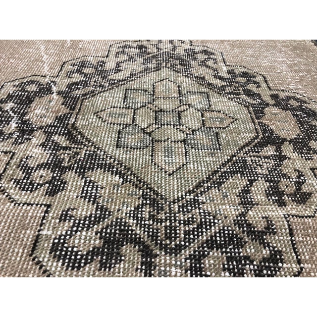 1960s Oushak Handknotted Tribal Runner Rug - 2′9″ × 11′4″ For Sale - Image 5 of 8