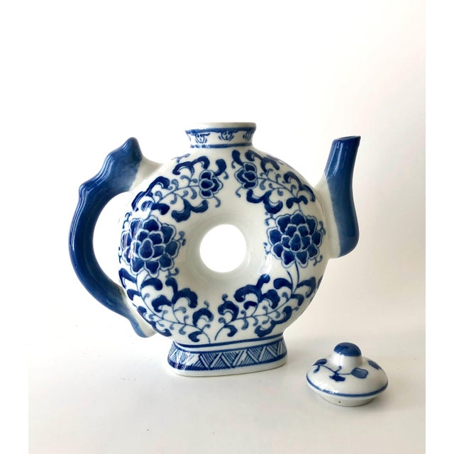 1970s Round Teapot in Blue and White Chinoiserie For Sale - Image 5 of 11