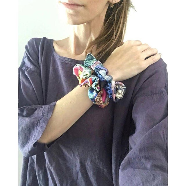 Black Hermes Handmade Baobab Cat Silk Scarf Scrunchie in Bright Blues and Oranges For Sale - Image 8 of 13