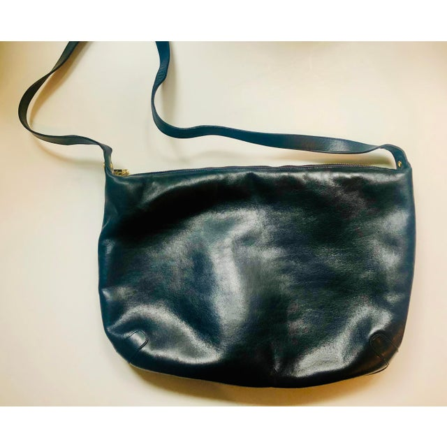 Mid-Century Modern 1980s Salvatore Ferragamo Large Navy Leather Hobo Purse For Sale - Image 3 of 9